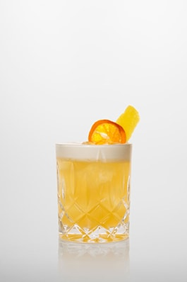 Whiskey Sour: Bourbon Whiskey, frischer Zitronensaft, Zuckersirup.