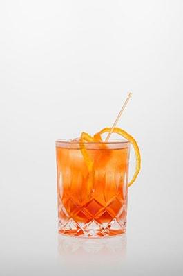 Negroni Cocktail: Campari, roter Wermut, Gin, Orangenschale