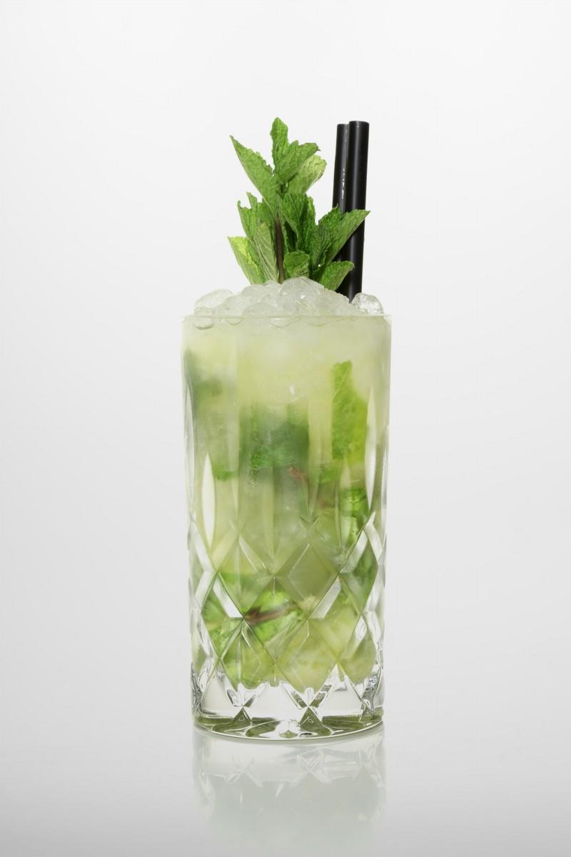 Rezeptur Evergreen: frische Limette, brauner Zucker, Frische Minzblätter, Ananassaft, Orangensaft.