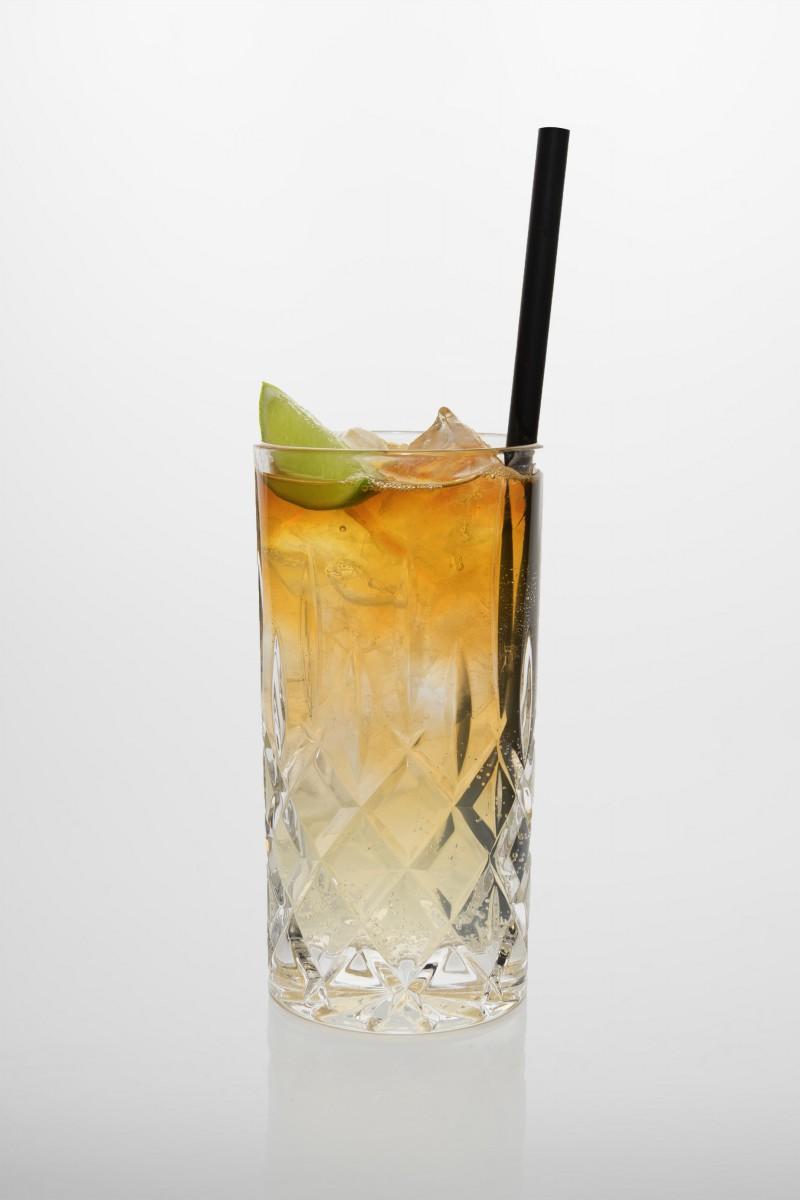 Dark & Stormy: brauner Rum, Ingwerlimonade, frischer Limettensaft, Limette.