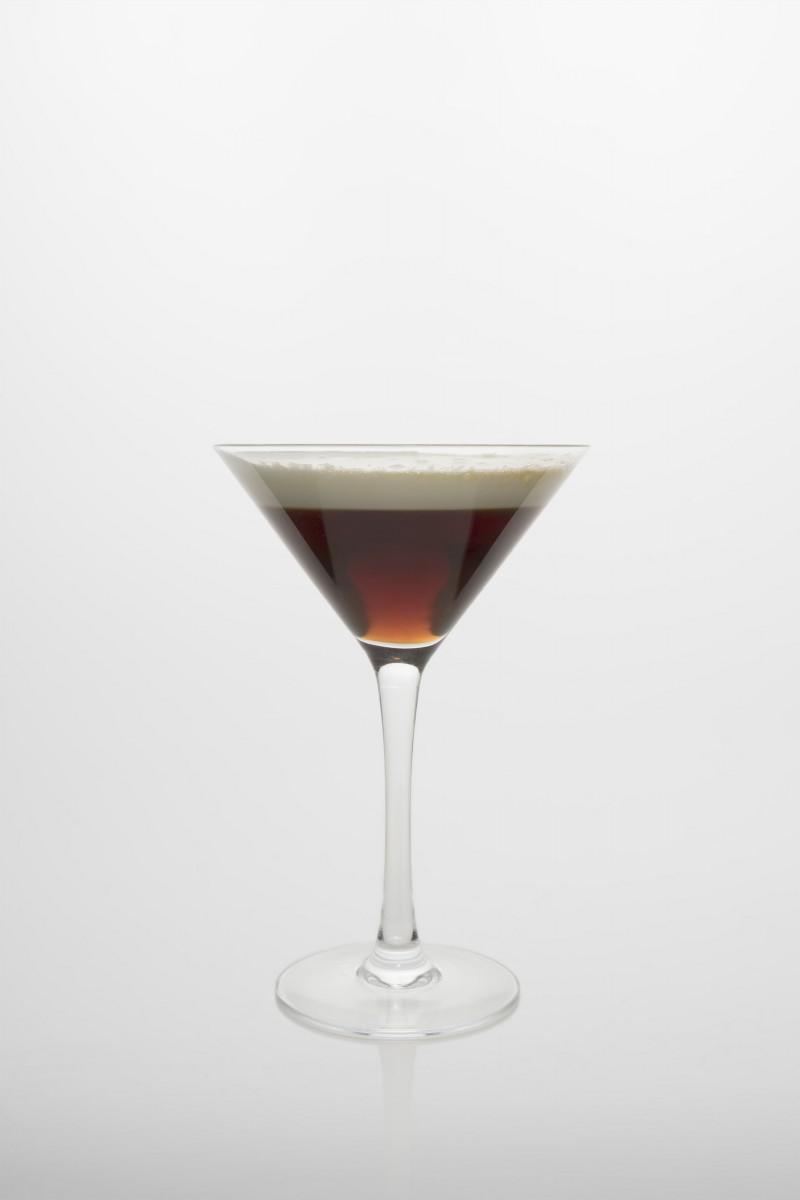 White Russian: Vodka, Kaffeelikör, Sahne.
