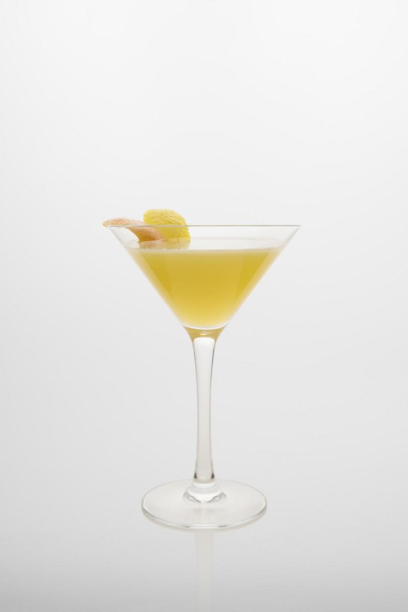 Cocktail Kamikaze: Vodka, Zuckersirup, frischer Zitronensaft.