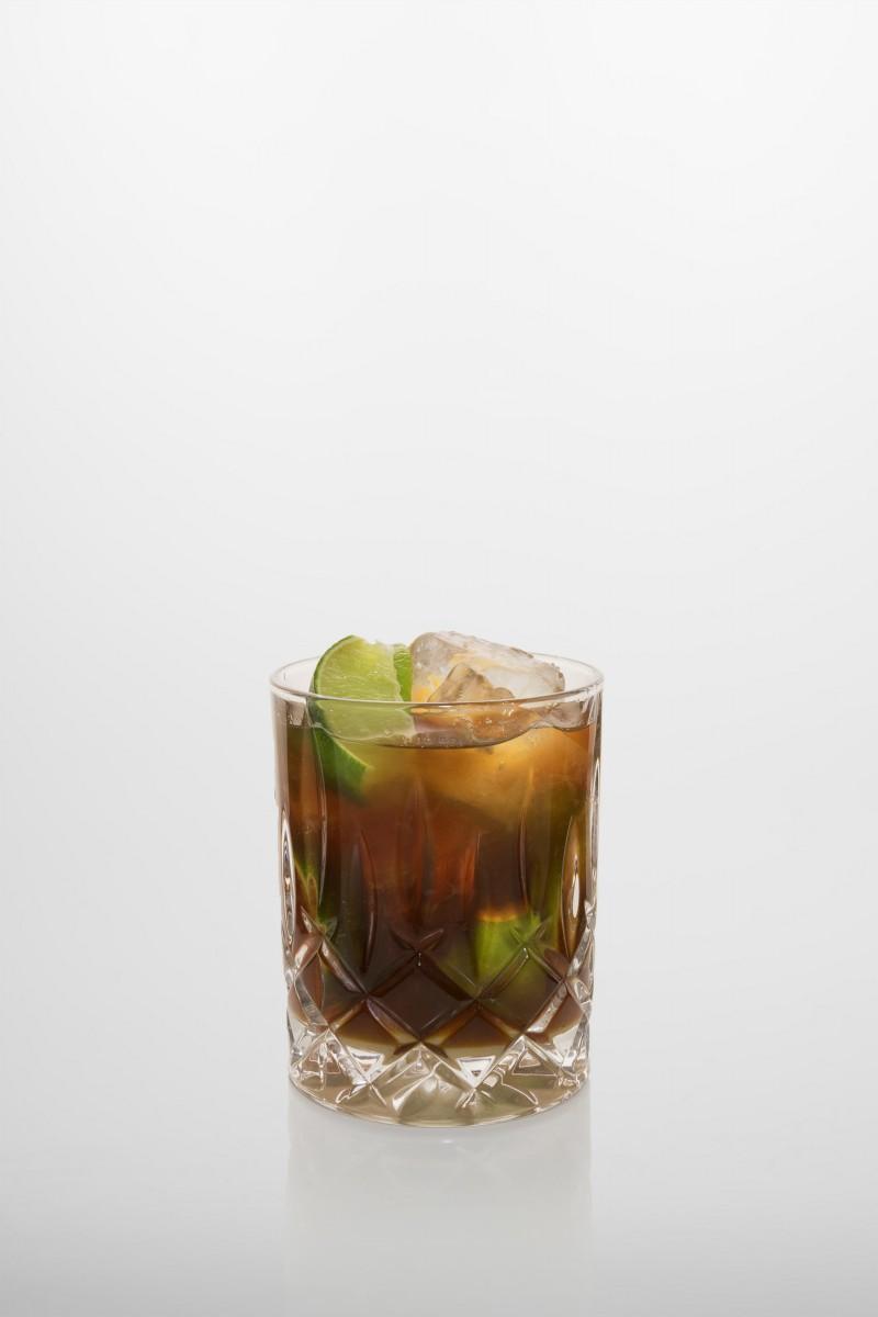 Rezeptur Mulata: Limette, brauner Rohrzucker, Kaffeelikör, brauner Rum.