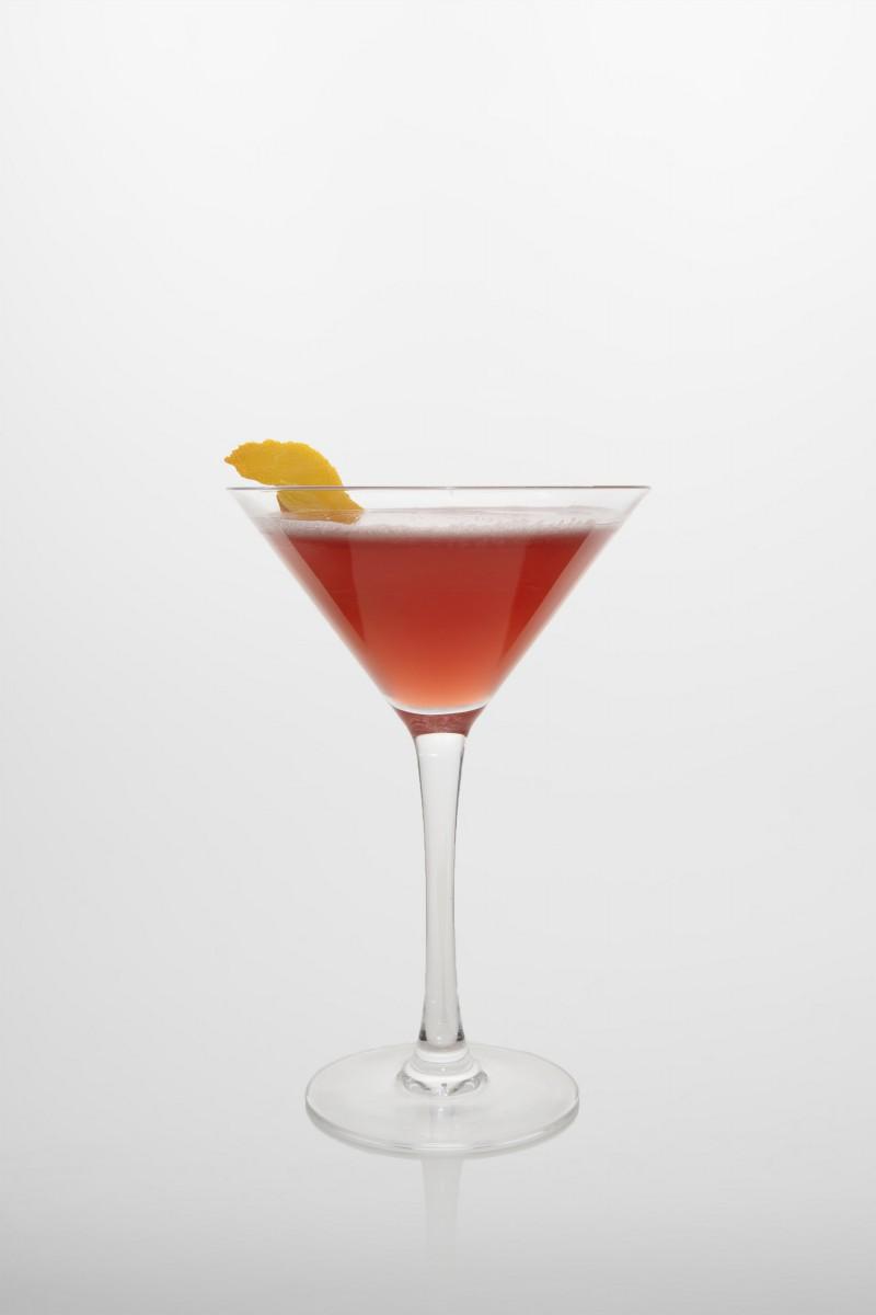 Cosmopolitan: Vodka, Triple sec, frischer Limettensaft, Cranberry Saft.