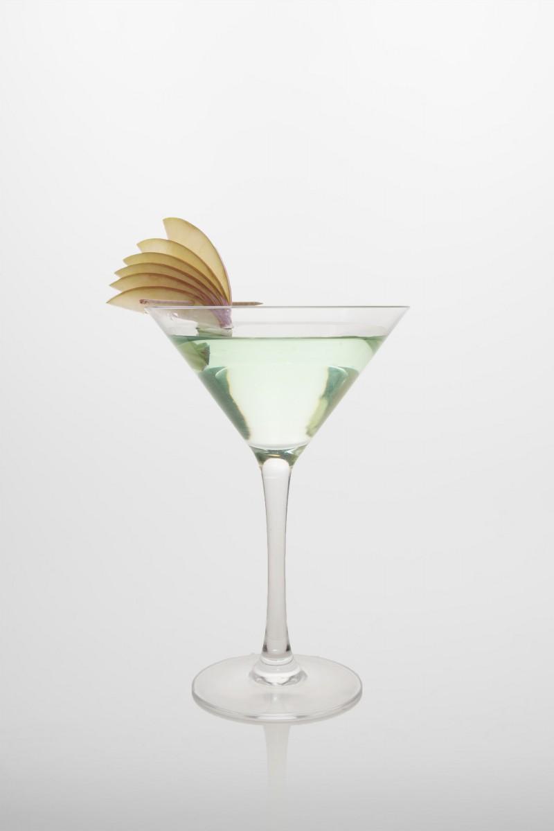 Apple Martini: Vodka, weißer Wermut, grüner Apfelsirup.