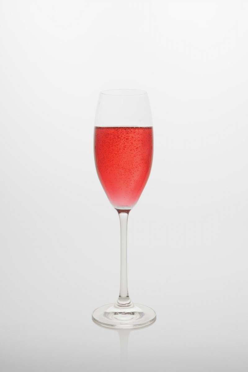 Kir Royal: Crème de Cassis, Champagne / Prosecco