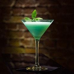 Grasshoper Cocktail, Brandy, weiße Kakaocreme, Creme de menthe, Sahne