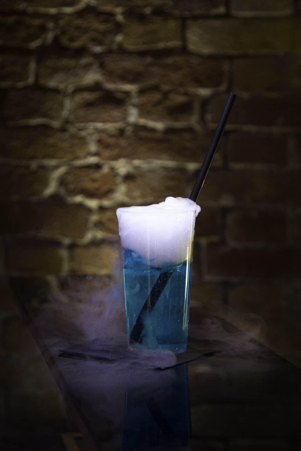 Rezeptur Atlantic Fog: Gin, Blue Curacao, Tonic wasser
