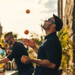 Barkeeper jongliert 5 orangen - Mobile Bar Berlin